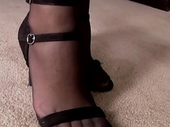 Footworshiped beauty fucked in bedroom